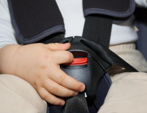 In Italia meno della metà dei bambini viene correttamente assicurato al seggiolino