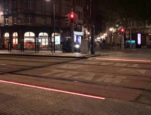 Semafori led a terra per i pedoni dipendenti da smartphone