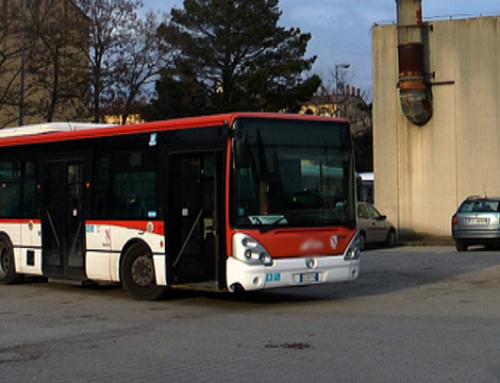 Autisti di bus alla guida con lo smartphone, c'è il rischio licenziamento