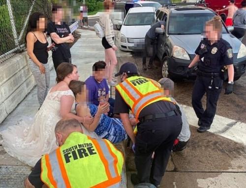 Infermiera con l'abito da sposa in soccorso di una donna ferita
